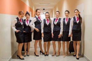 Uczennice Technikum Hotelarskiego w strojach galowych